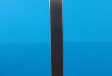 Słupek z profilu z uchwytami do szkla